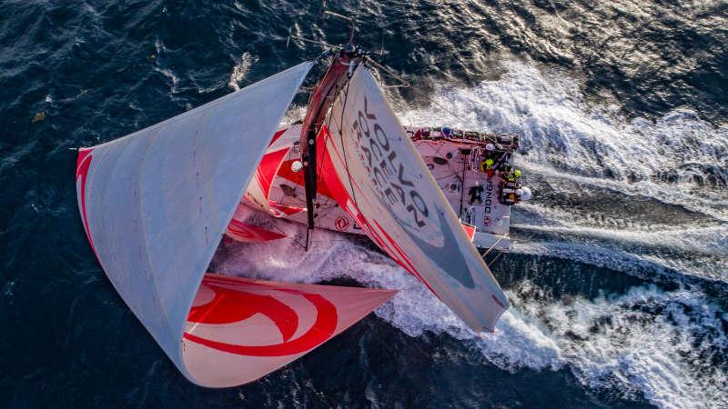 Leaders under pressure as the race closes up - Volvo Ocean Race