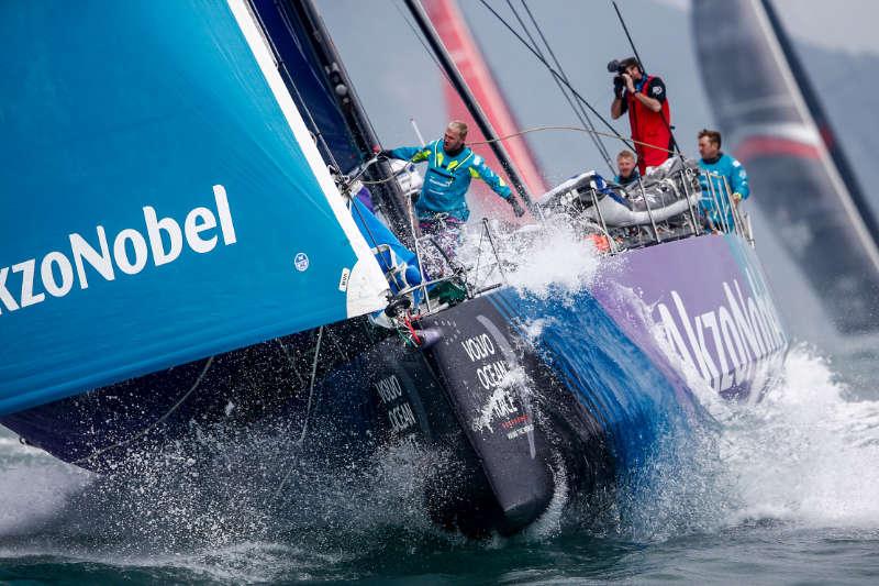 Team AkzoNobel leads fleet out of Hong Kong towards Auckland