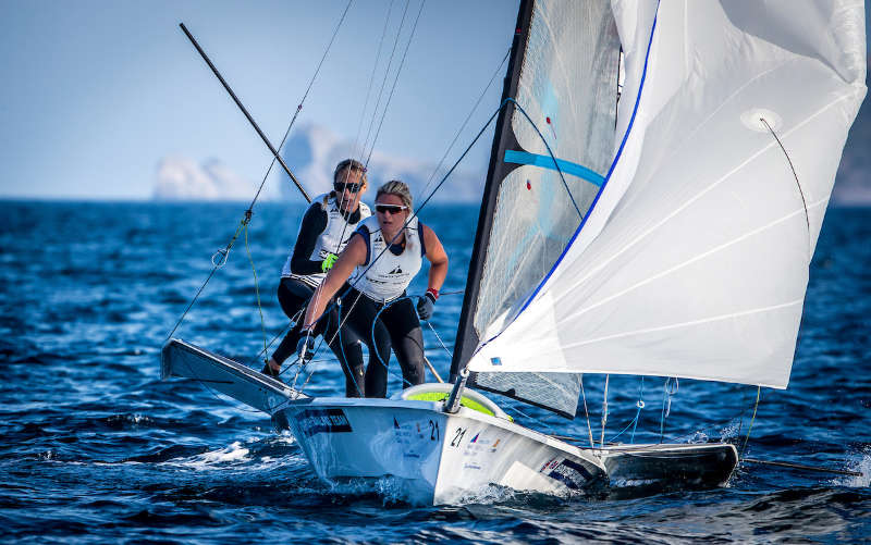 Dobson and Tidey seize opportunities at Hyères halfway mark