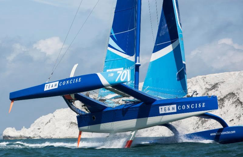 Concise 10 powers out of the Solent past The iconic Needles © Mark Lloyd/Lloyd Images