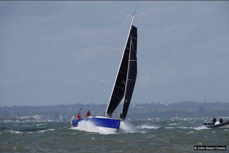 Henry Bomby & Shirley Robertson's Sun Fast 3300 Fastrak XII (© John Green Cowes)