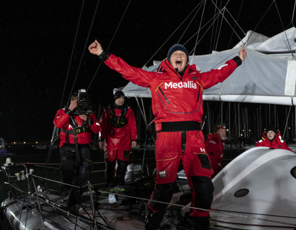 Pip Hare completes Vendée Globe after 95 days at sea